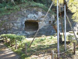 名勝瑞泉寺庭園の岩盤