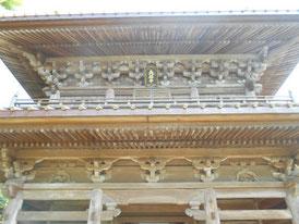 山門に掲げられた後水尾天皇御辰筆の「英勝寺」の扁額