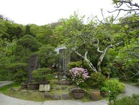 中庭の石碑