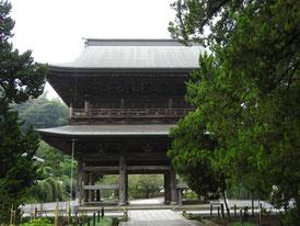 仏殿から三門を望む