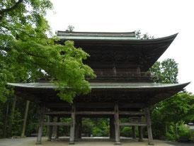仏殿から山門