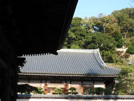 山門から観る松領院