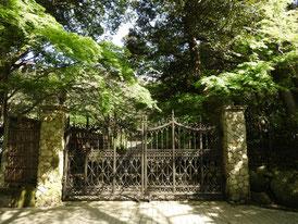 別荘の石積みの副門