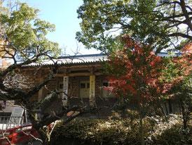 参道から観る鎌倉国宝館