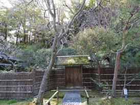 茶室寒雲亭の門