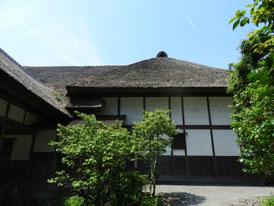 鶴翔閣右の家屋