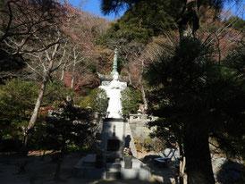 震災慰霊塔と曙観音像