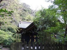 白旗神社庭園側