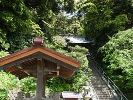 社殿への石段