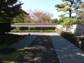 公園内庭園塀
