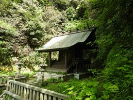 秋葉神社から本殿を望む