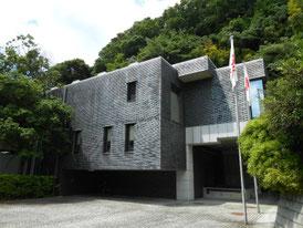 鎌倉の森に囲まれた美術館右