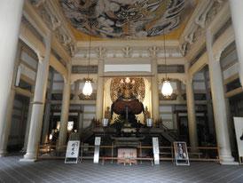 仏殿 宝冠釈迦如来坐像