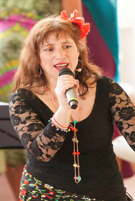 Nuria ((Sopraan, Bestuursvoorzitter & Muziek/ Fondsen cie.)