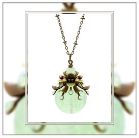 Primella ° The Precious Sproud ° Leuchtender Halsschmuck - Märchenhaft filigrane Leuchtkette mit Strassapplikationen in Mintopal und Nachtleuchtender Perle.        * Designed and Manufactured by Elfgard® Germany
