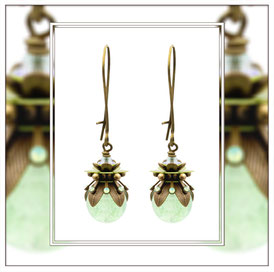 Maite ° The Magic Maiden ° Ohrringe mit Leuchtperle - Wunderschöne Nostalgische Ohrringe mit Strassbapplikationen in Mintopal und leuchtenden Rocailles.     * Designed and Manufactured by Elfgard® Germany