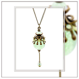Minou ° The Moonlight Heart ° Kleine Leuchtkette - Zauberhafte handgemachte Kette mit Strassapplikationen in Mintopal und kleiner Nachtleuchtender Perle.     * Designed and Manufactured by Elfgard® Germany