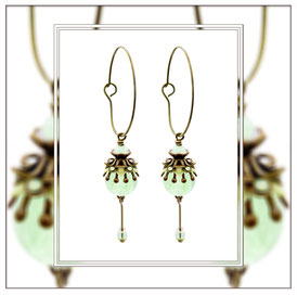 Minou ° The Moonlight Heart ° Kleine Leuchtende Creolen - Zauberhafte handgemachte Creolen mit Strassapplikationen in Mintopal und kleiner Nachtleuchtender Perle.     * Designed and Manufactured by Elfgard® Germany