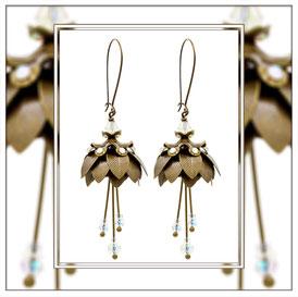 Magnolia ° The Marvelous Flower ° Leuchtende Blumen Ohrringe Außergewöhnliche blütenförmige Ohrringe mit Nachtleuchtenden Rocailles und Strasssteinen.     * Designed and Manufactured by Elfgard® Germany