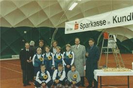 v.l. Dekan Mitterer, Bgm. Gschwentner, Praxmarer, Dr. Ascher, Reinisch, Jugendmannschaft des TC Kundl