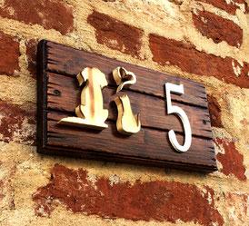 targa con numero civico in legno artigianale