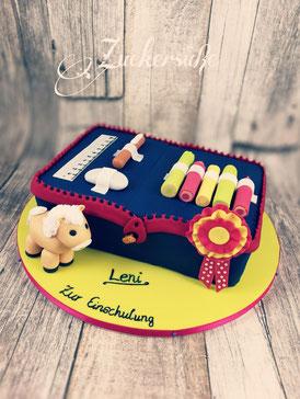 #Einschulung #Torte #Etui