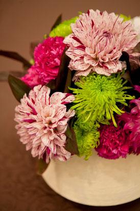 結婚式 ウェディング ゲストテーブル ダリアと菊でシックな和風に