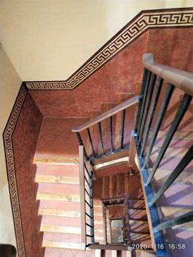 Pintores Barcelona. Presupuesto pintar comunidad vecinos. Pintor. Restauración  escalera en Ciutat vella
