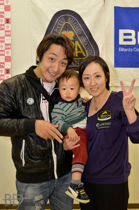 1月の関西オープンにて。美幸プロ優勝直後の家族写真