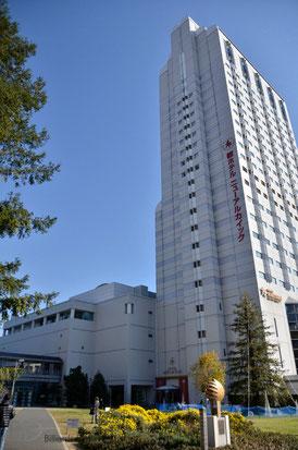 アルカイック、ホテル(右)&ホール(左)