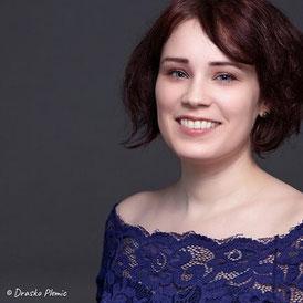 © Drasko Plemic: Sängerin Juli im Portrait lächelnd