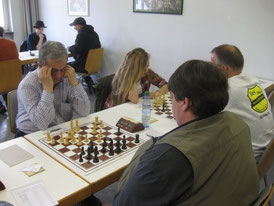 Am rechten Brett mit Weiß: Dilan Hacklinger