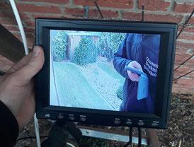 Monitor zeigt Videoüberwachungsbild