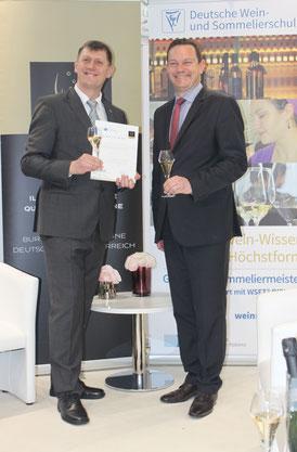 Zertifikatsübergabe auf der Prowein 2017 durch den Directeur de la Comité Champagne M.Thibaut Le Mailloux