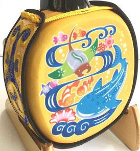 デザイン三線ジンベイザメ黄色の裏面の画像
