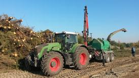 Baufeldberäumung und Energieholz: Schreddern von Stubben und Restholz, Hacken von Reisig, Transport und Verkauf von Hackschnitzeln