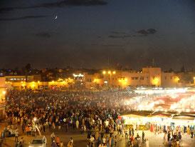 夜のフナ広場