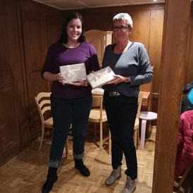 Unsere beiden ausgezeichneten Mitglieder für die fleissigsten Probebesuche; Milena Freitag (1 Absenz) und Margret Elmer (2 Absenzen).