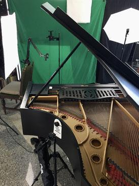 Musikschule_Klavierstudio_PatrickDieter_Videostudio_Onlineunterricht_Fotolampen und Schirme, Flügel