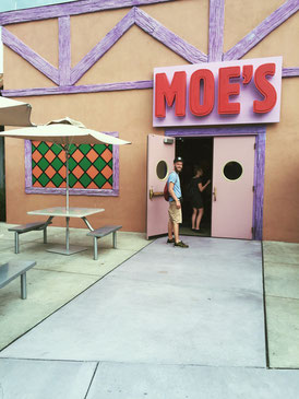 Universal Studios, Moes