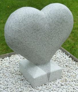 Herz-Skulptur-Kunstwerk von künstlerstein.de Mathias Rüffert (2)