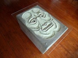Gesicht-Beton-Tisch-Kunstwerk-Skulptur von künstlerstein.de Mathias Rüffert