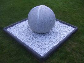 Granit-Silber-Kugel-Skulptur-Kunstwerk von künstlerstein.de Mathias Rüffert