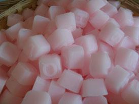 Lettere colore rosa al profumo di rosa