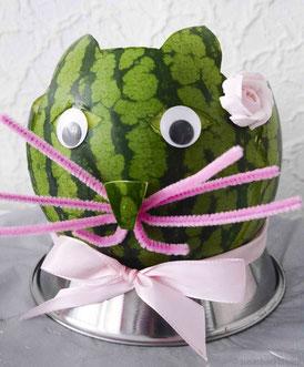 Obstschale aus einer Wassermelone