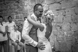 robes-mariees-sur-mesure-couple-danse-mariage-bastille-grenoble-emmanuelle-gervy