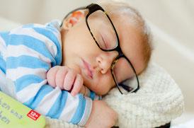 bébé paisible grâce à un retour à la maison dans les meilleurs conditions, aidée par votre sage-femme
