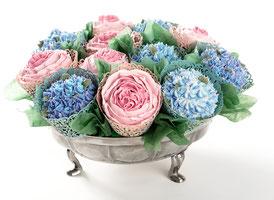 Blumengesteck aus Cupcakes aus Rosen und Hyazinthen