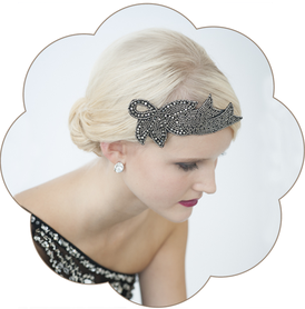 Haarschmuck 20er Jahre: eine Glitzersteine-Kreation in Schwarz.  Kopfschmuck Gatsby Style.