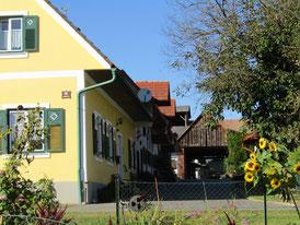 Einfahrt zum Urlaub am Bauernhof Familie Cziglar-Benko